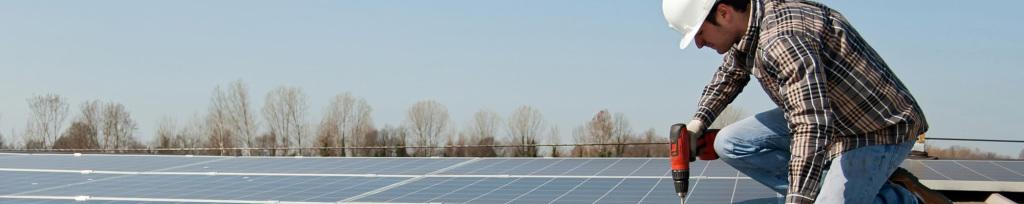 Axial instala estructuras y placas solares
