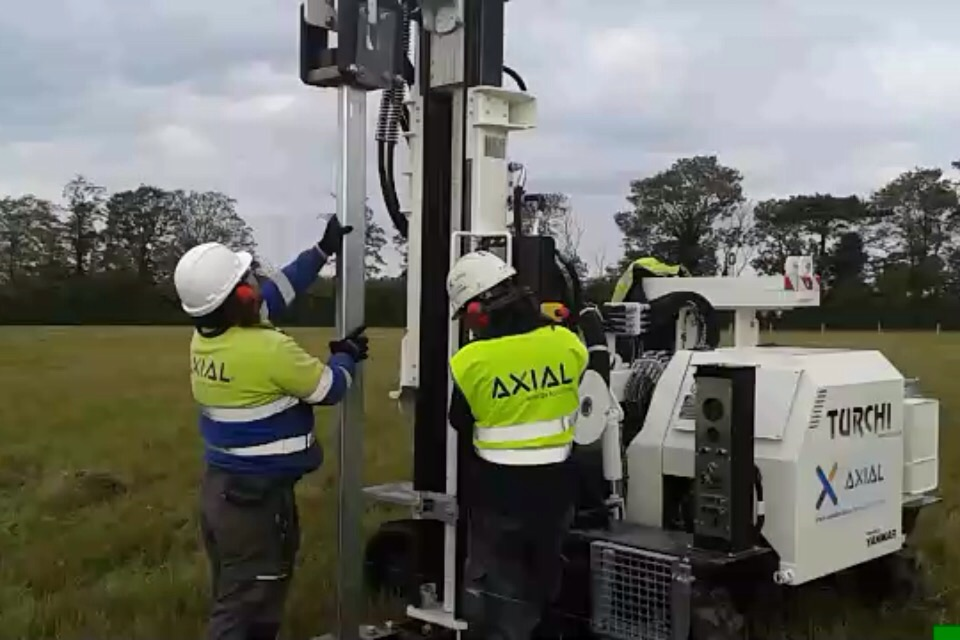axial hincadora construcción solar