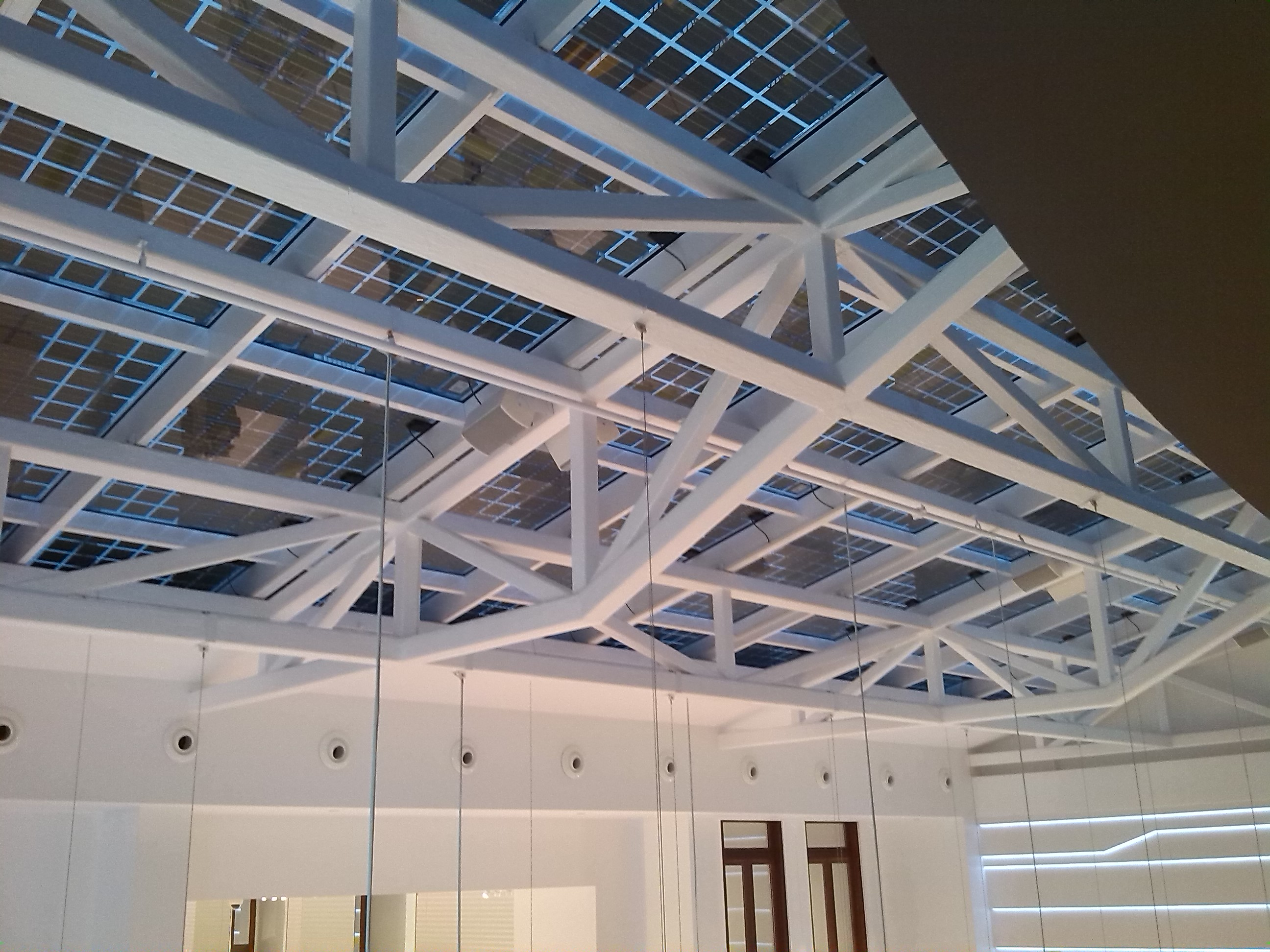 Instalación Axial Solar Techo Tienda Bershka Valencia